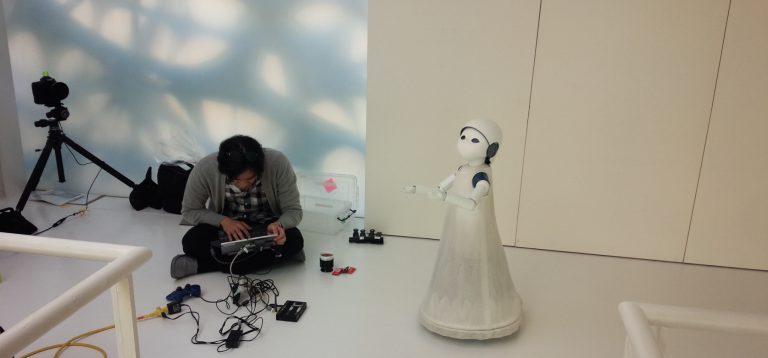 第7回『隣のロボット』ーー試作機の完成は開発者の子離れのとき ロボット版「はじめてのおつかい」