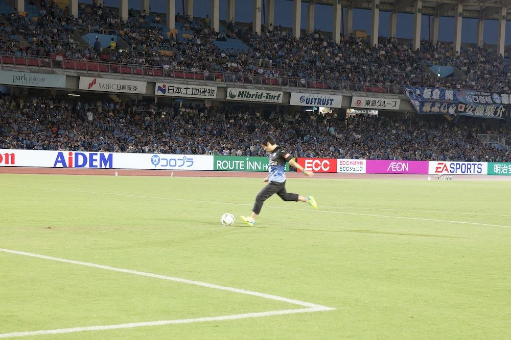 """小山さんがJ1リーグ公式戦で、始球式のキッカーに…!""""宇宙強大""""イベントの裏側、公開中☆"""