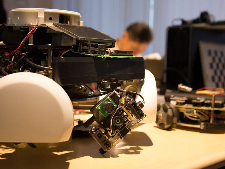 ロボットをつくるためのお買い物リスト 『隣のロボット』(13)