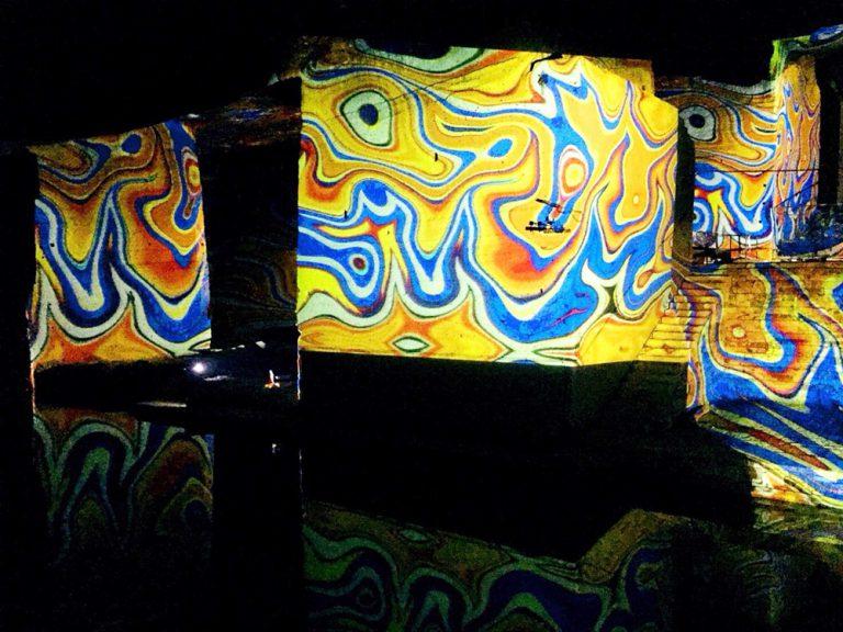 神秘の巨大空間に広がる幻想的なデジタルアート!地下採掘場跡「大谷資料館」