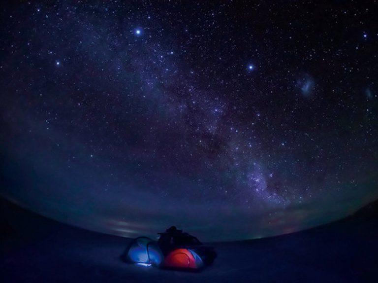 【KAGAYAフォトエッセイ『一瞬の宇宙』】第一章 宇宙の中の小さな自分に出会う〜ウユニ塩湖で星の野原に立つ(3/3)星の野原に立つ〜