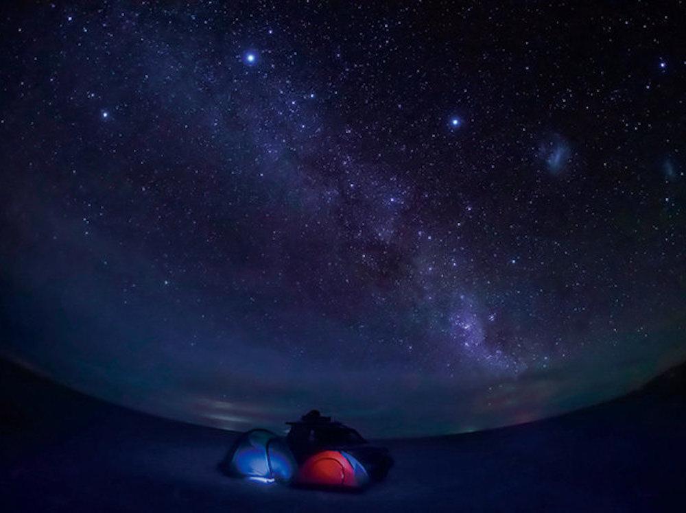【KAGAYAフォトエッセイ『一瞬の宇宙』】第一章 宇宙の中の小さな自分に出会う(3/3)〜ウユニ塩湖で星の野原に立つ〜