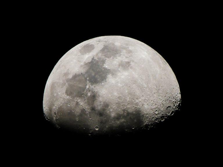 意外と知らない身近な「月」。豆知識はいかがですか?