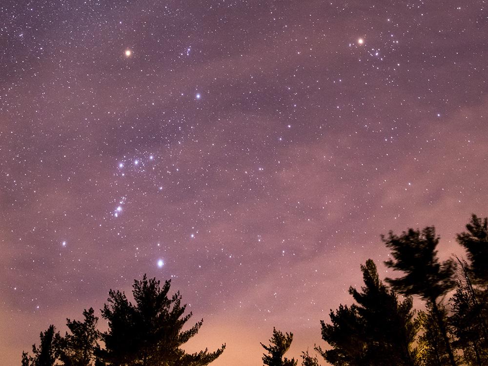 平面的であって平面ではない、奥行きのある星座たち